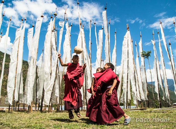 Bután....niños religiosos, sin religión en la escuela
