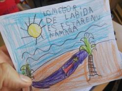 """Septiembre,""""Lo mejor de la vida"""". Comenzamos curso, … para algunos no solo nuevo curso, si no nuevo colegio, nuevos alumnos, nuevos compañeros… todo emociona, abruma, a veces incuso desborda, ese es mi caso, en general una nueva aventura. Empezamos y descubrimos joyitas como ésta en la que no solo tenemos un dibujo si no también un mensaje… ¡maravilloso! Nuestra niña A.6 años, nos deleita con un mensaje secreto quién sabe si para la el fin de semana o para la vida… de cualquier forma, tomamos nota."""