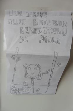 """Abril, mi cumpleaños, no pude tener mejor felicitación que la de mi sobrina... ahí va su dibujo, con letra artística y en otro idioma :) """"Cumpleaños feliz"""", ...ABRIL 2018"""
